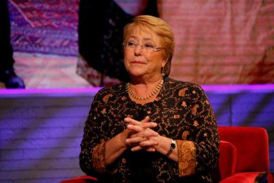 Alejandra Flores, la tuitera que no le quiere creer a la Universidad de Chile por el título de Bachelet