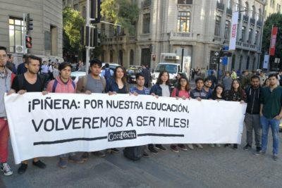 """""""Volveremos a ser miles"""": Confech y Cones realizan su primera manifestación contra Piñera"""