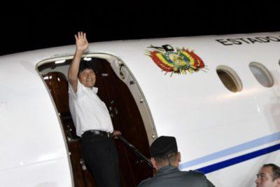 Evo Morales se embarca rumbo a La Haya para los alegatos orales