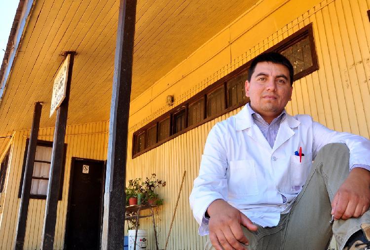 """Profesor de escuela rural con Excelencia Académica 2017: """"Todo gira en torno a la ciudad. Si no es Santiago, no existe"""""""
