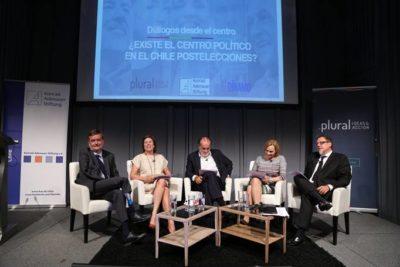 """""""¿Existe el centro?"""": actores políticos lo debaten en seminario organizado por El Dínamo"""