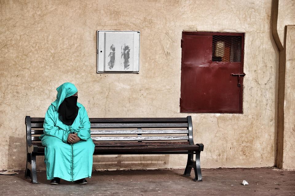 """""""Príncipe heredero saudí asegura que no existe obligación de hiyab o abaya para mujeres"""""""