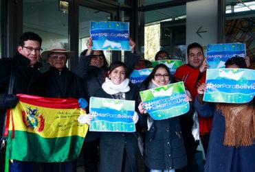 Jorge Sharp, Camila Vallejo y Tomás Hirsch en campaña que pide mar para Bolivia