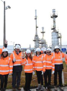 Ministra de Energía visita Magallanes para conocer el proceso productivo del gas