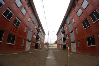 Detectan millonarios sobrecostos en construcción de viviendas sociales