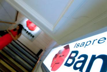 """Isapres justifican millonarias ganancias: """"El lucro en salud es necesario"""""""