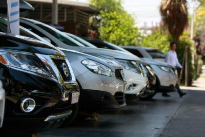 Las diferencias entre hombres y mujeres en el mercado de autos usados