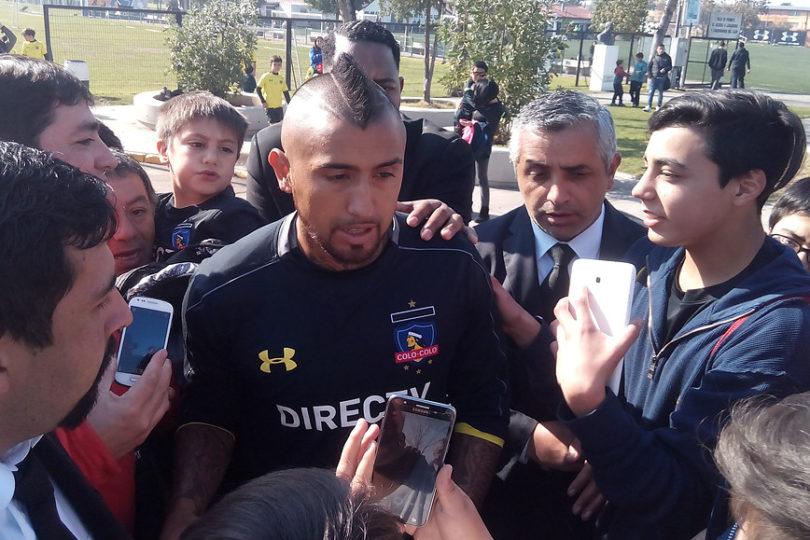 VIDEO | Arturo Vidal ya palpita el Superclásico con camiseta de Colo Colo