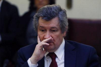 Denuncian que Gobierno pidió la renuncia a director del ISP en medio de tratamiento contra el cáncer
