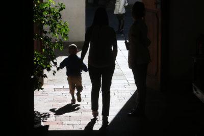Niños y familias sanas: la importancia de apoyar a padres, tutores y cuidadores