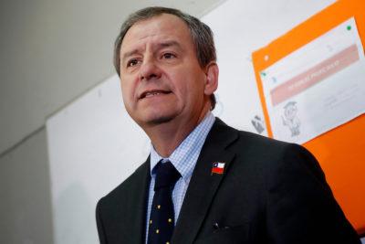"""Ministro Varela a dueños de colegios: """"Quiero pedirles perdón por lo mal que los han tratado"""""""