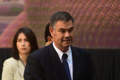 """Manuel José Ossandón se suma a críticas a ministro Varela: """"Es el campeón del autogol"""""""