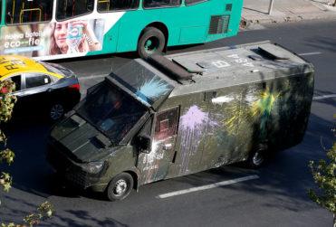 """General director de Carabineros: """"Estudiante se atraviesa a carro policial y es atropellado"""""""