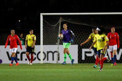 Christiane Endler mantiene en carrera a la Roja en la Copa América Femenina