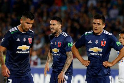 El lienzo contra Beausejour y Herrera que los hinchas de la U desplegaron en frío empate ante Cruzeiro
