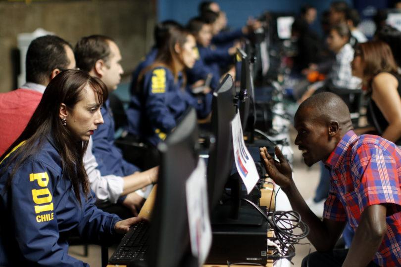 Proceso de regularización para inmigrantes comenzó con largas filas durante la madrugada