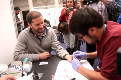 Diputados se realizan examen de VIH e instan al gobierno disponer test rápidos para la ciudadanía