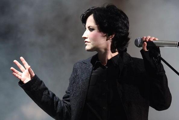 """""""TMZ revela audio enviado por la vocalista de The Cranberries a un cercano horas antes de su muerte"""""""