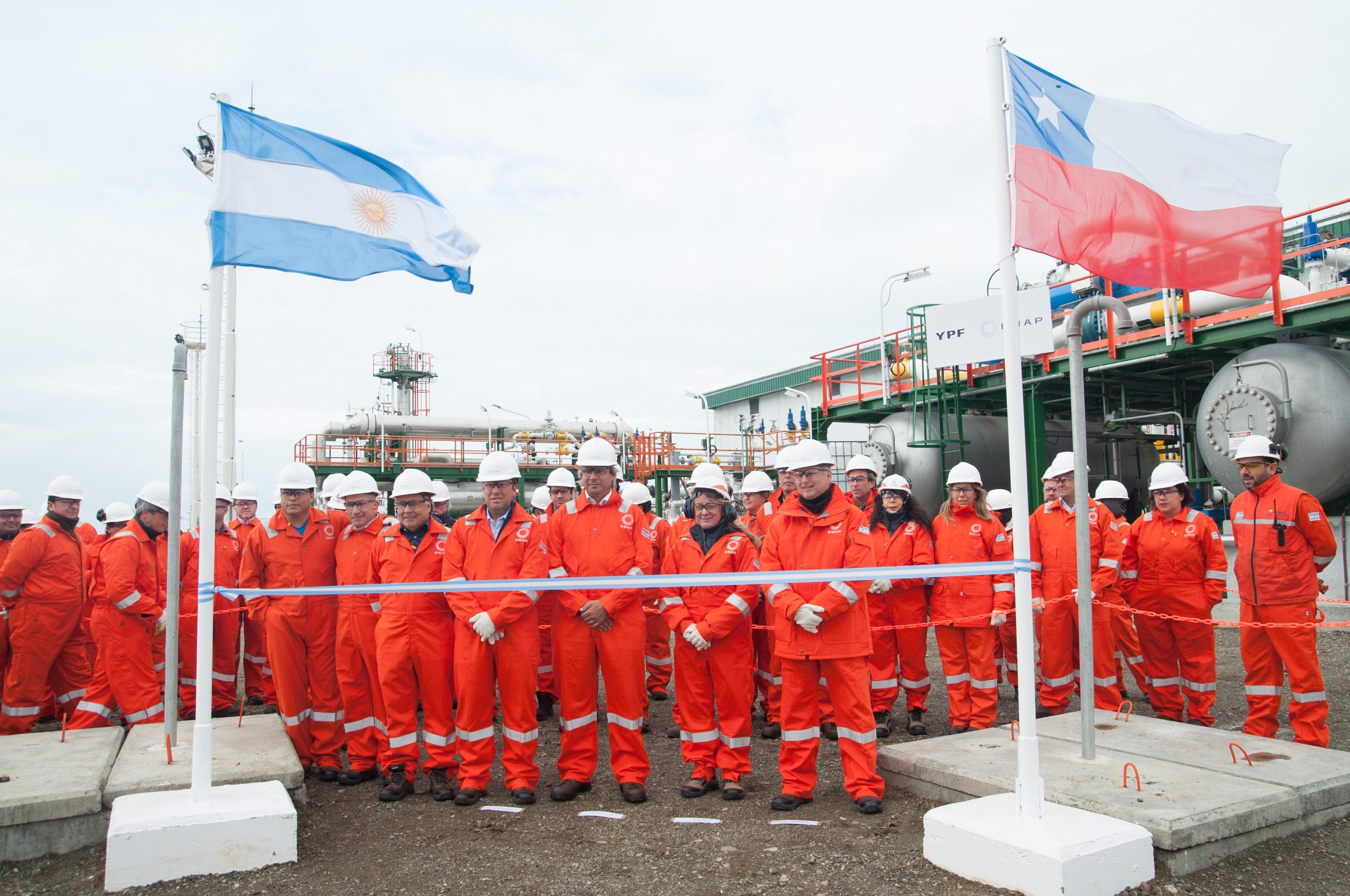 """""""ENAP e YPF inauguran proyecto off shore por US$ 354 millones"""""""
