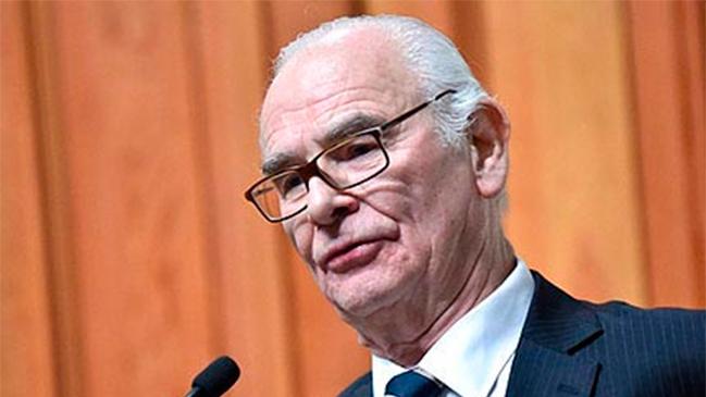 """Premio Nacional de Medicina cuestionado por ser """"defensor"""" de Paul Schäffer y Colonia Dignidad"""