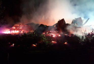 FOTOS | Ataque incendiario afecta a Centro Recreacional de la CGE en La Araucanía