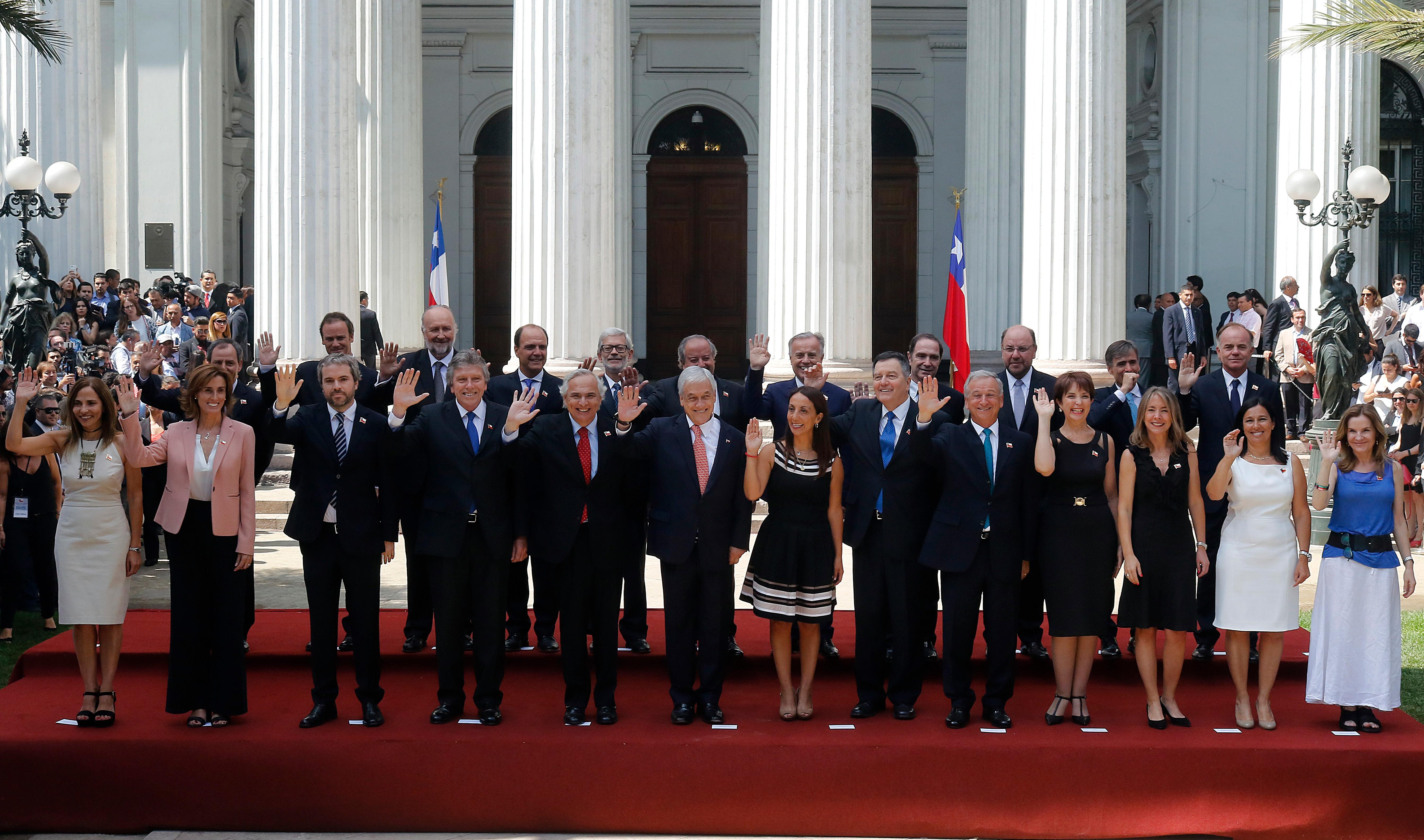 Inversiones en el extranjero y numerosas propiedades: lo que revelan las declaraciones de interés y patrimonio de los ministros