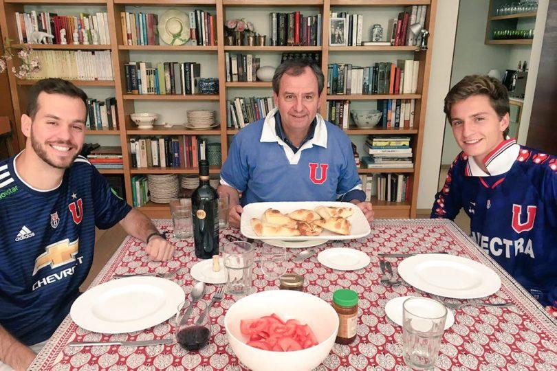 """Selección de troleos albos al ministro Varela por su foto """"celebrando"""" el Día de la Cocina Chilena"""