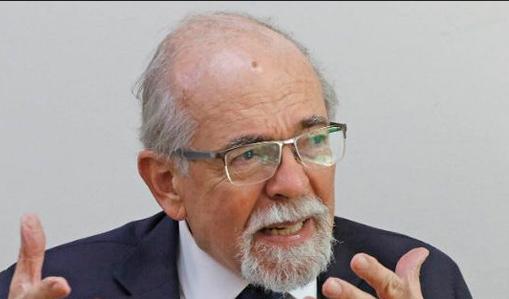 """Premio Nacional José Maza: """"La gente tiene la utopía de que con tener plata vamos a tener desarrollo"""""""
