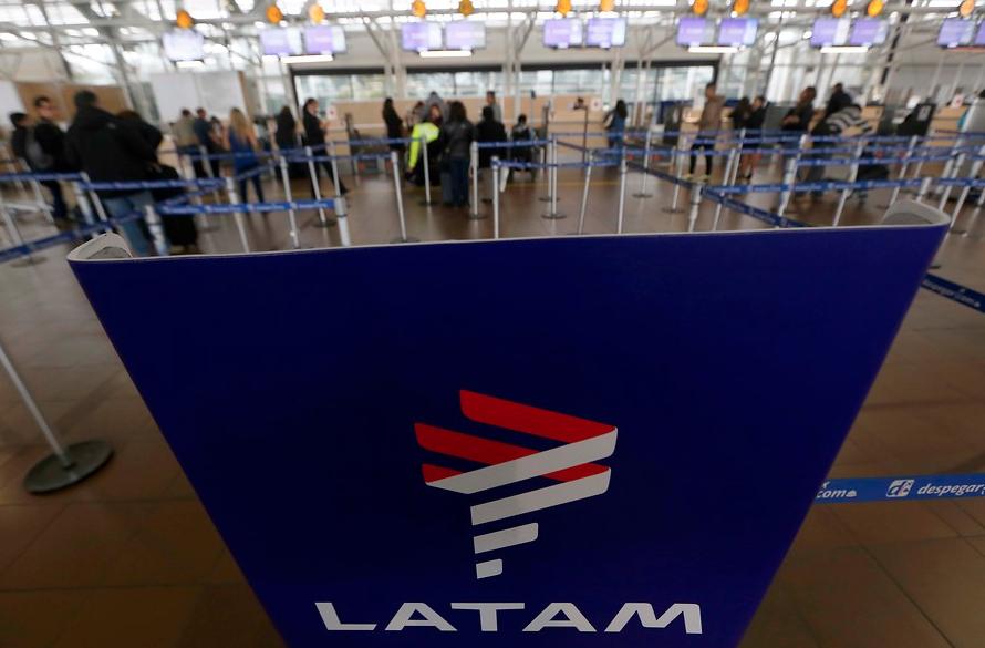 Tripulantes de Latam Airlines confirman huelga desde el martes