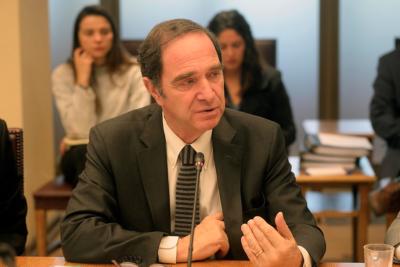 """Ministro Larraín aclara que """"la mayoría de los jueces son de izquierda"""" lo dijo en """"ámbito privado"""""""