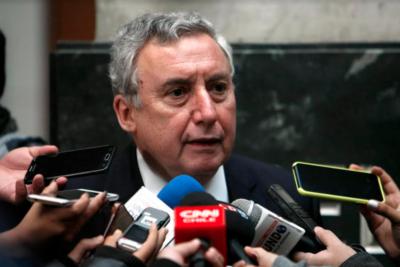 Ennio Vivaldi inscribió su candidatura a la reelección como rector de la U. de Chile