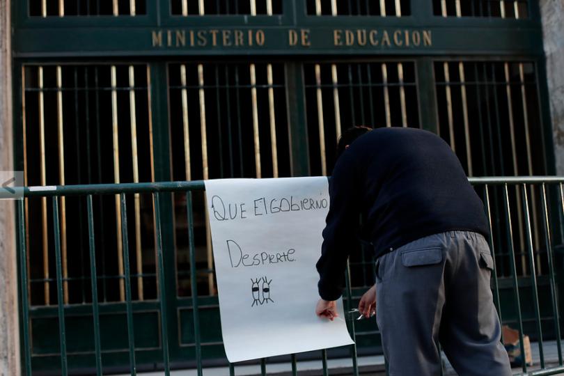 La escuela despolitizada y el 57% dictatorial