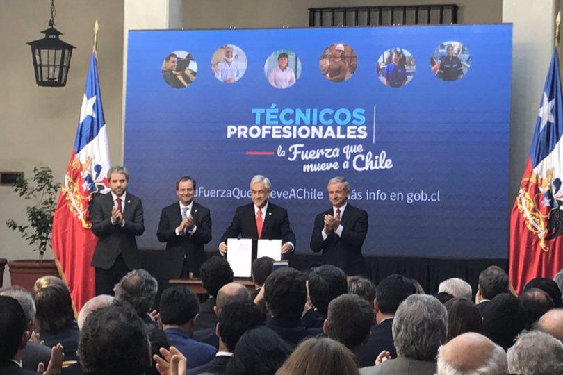 """Piñera presenta ley que beneficia a alumnos de IP y CFT: """"La gratuidad llegó para quedarse y no habrá lucro"""""""