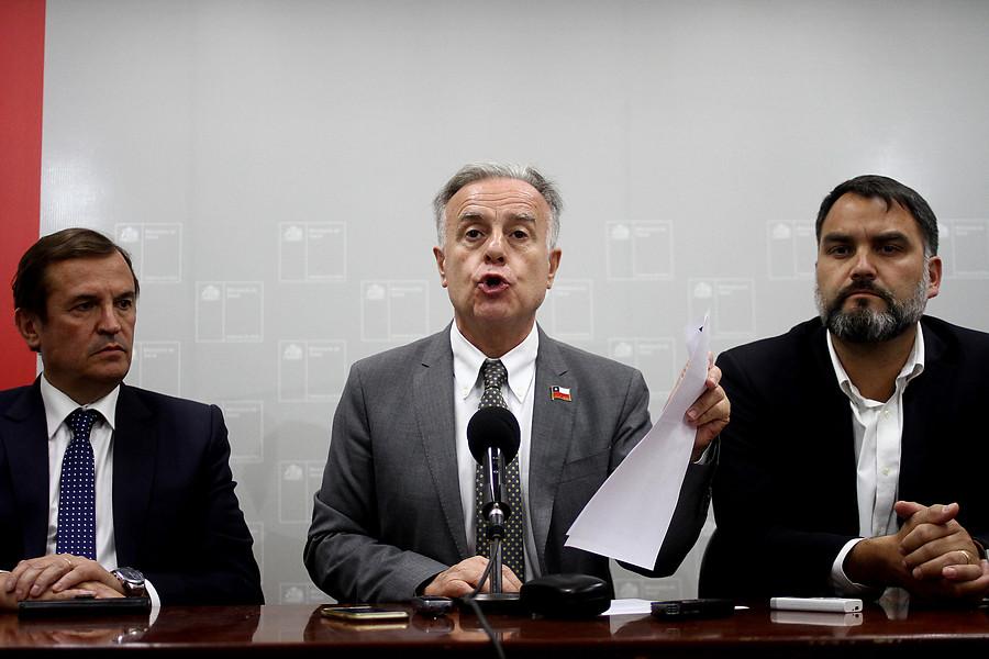 """""""Ministro de Salud no informó a Piñera del nuevo protocolo de aborto"""""""