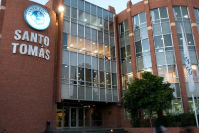 Corte ordena a U. Santo Tomás reincorporar a alumna impedida de titularse por deudas