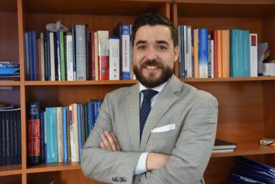 Fundador de ONG anti LGBT asume como jefe de la División Jurídica del Mineduc