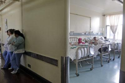 """Hospitales gastaron más de 42 mil millones de pesos en camas """"privadas"""""""