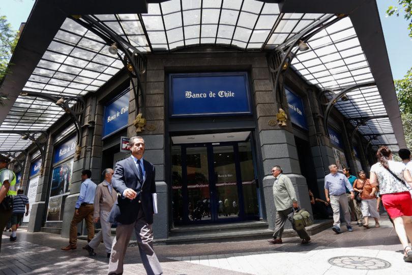 Informático robó 730 miles de dólares del banco en el que trabajaba