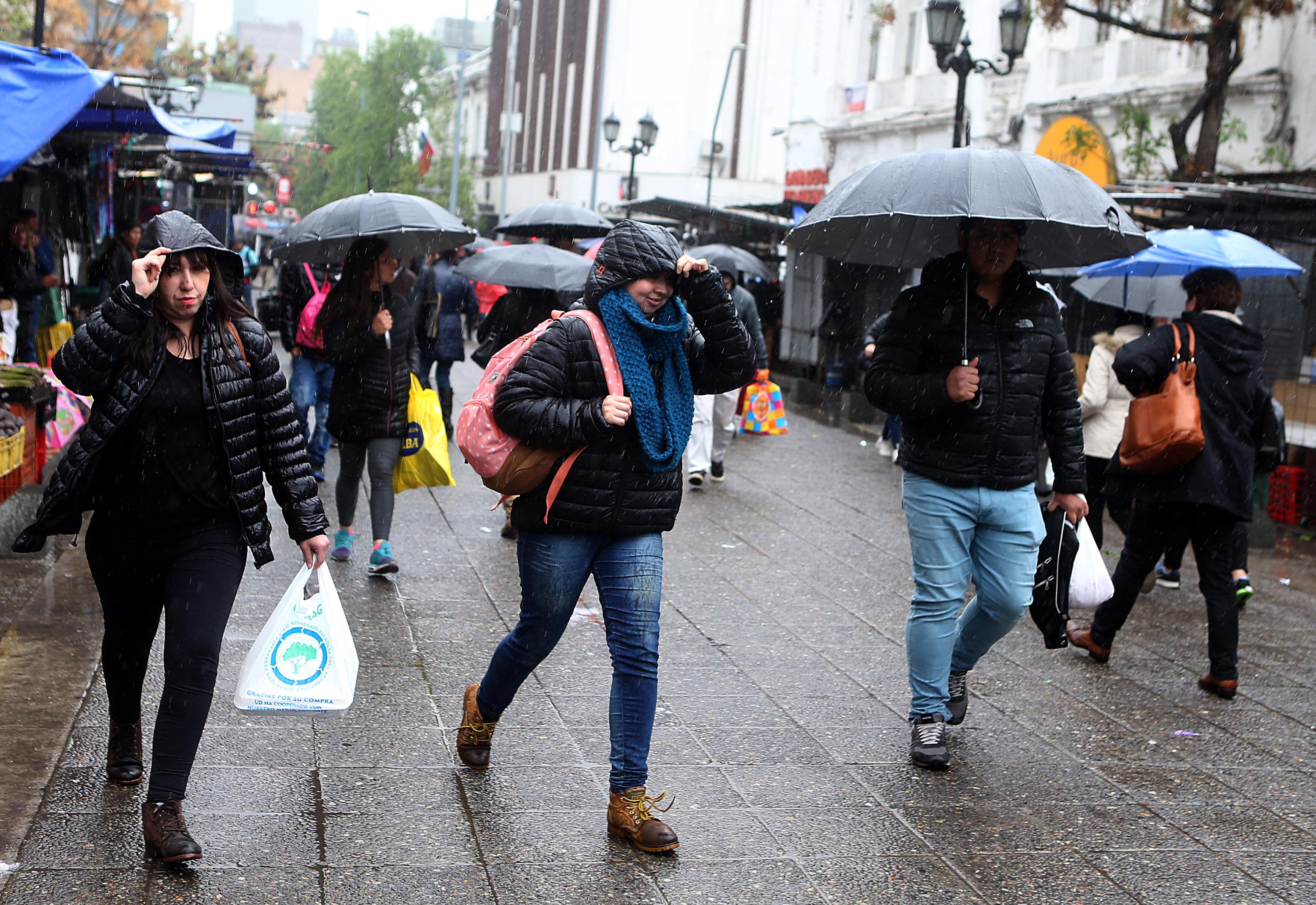 Meteorólogos anticipan que la lluvia llegará la próxima semana a la Región Metropolitana