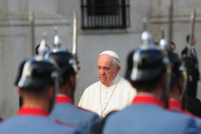 Papa envía carta al pueblo de Chile en medio de aguda crisis de la iglesia católica