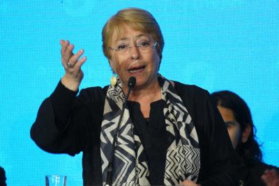 Bachelet celebra fallo de la Contraloría que también declaró ilegal su protocolo de objeción de conciencia