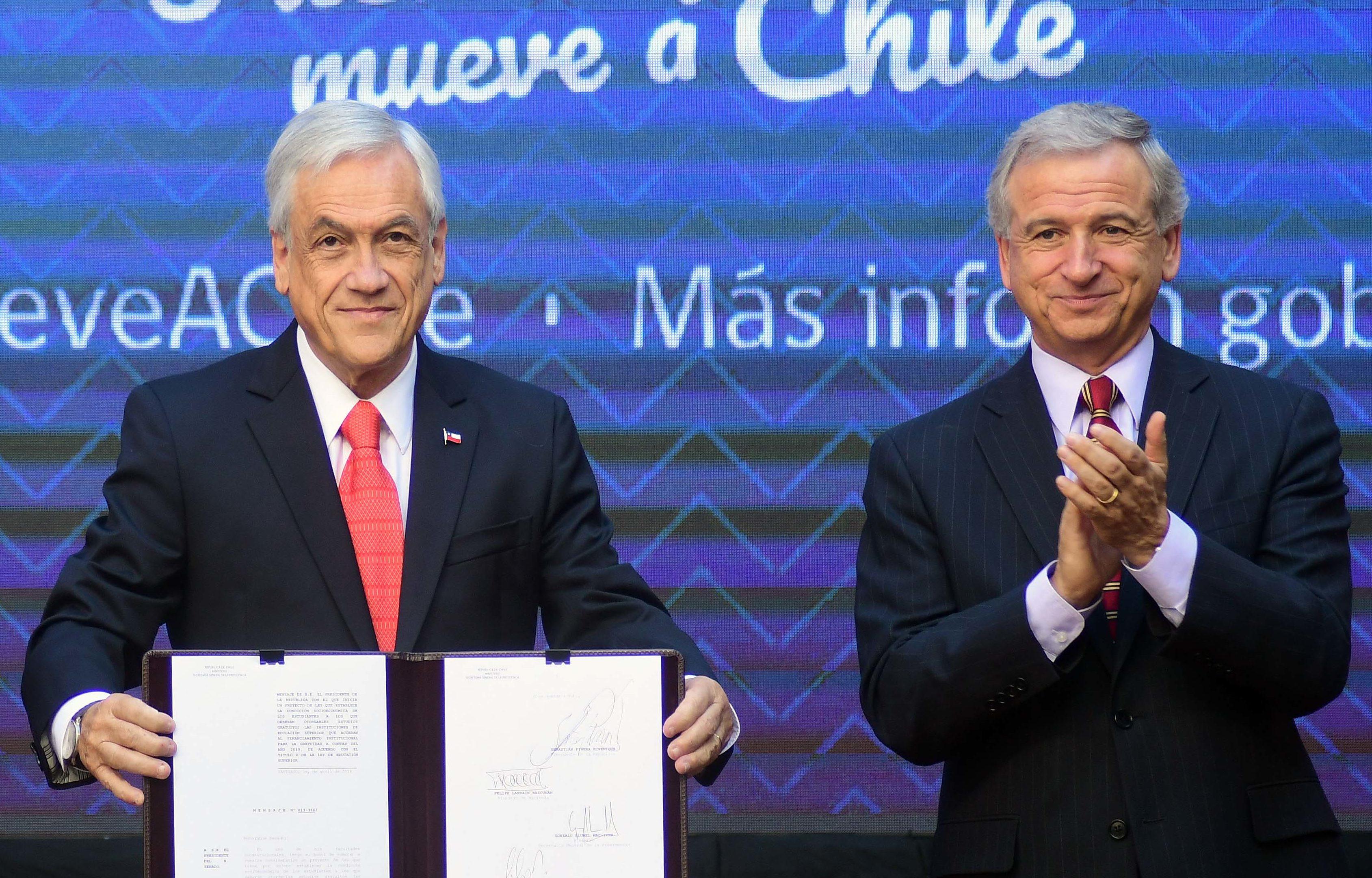 Piñera firmará decreto por viaje del ministro Larraín a Harvard: arriesga compartir infracción a la probidad