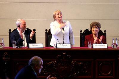 """Bachelet pidió a ex ministros """"defender lo avanzado en derechos"""" con reformas impulsadas en su gobierno"""