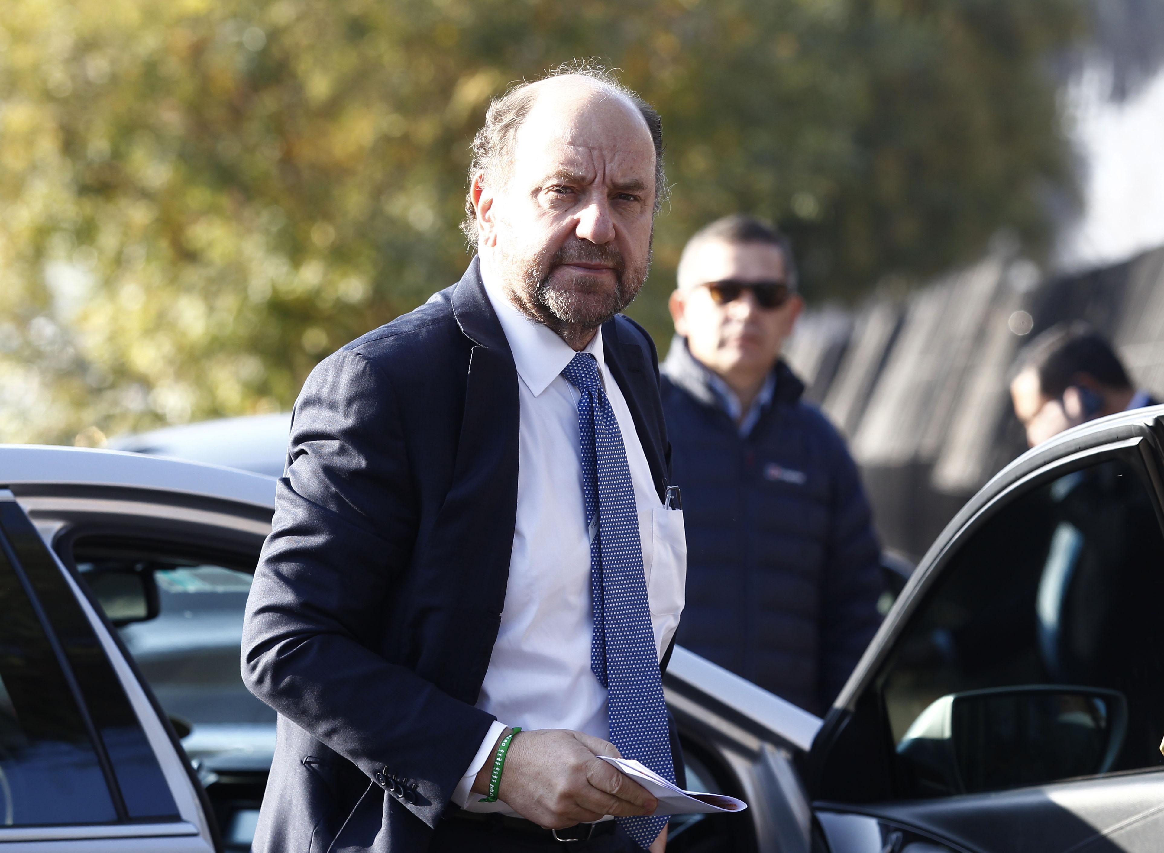 Ministro Moreno también viajó a EE.UU. para reunirse con ex compañeros: pagó su pasaje y alojamiento