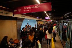 Joven debió disculparse por acusar injustamente a hombre de manoseo en el Metro