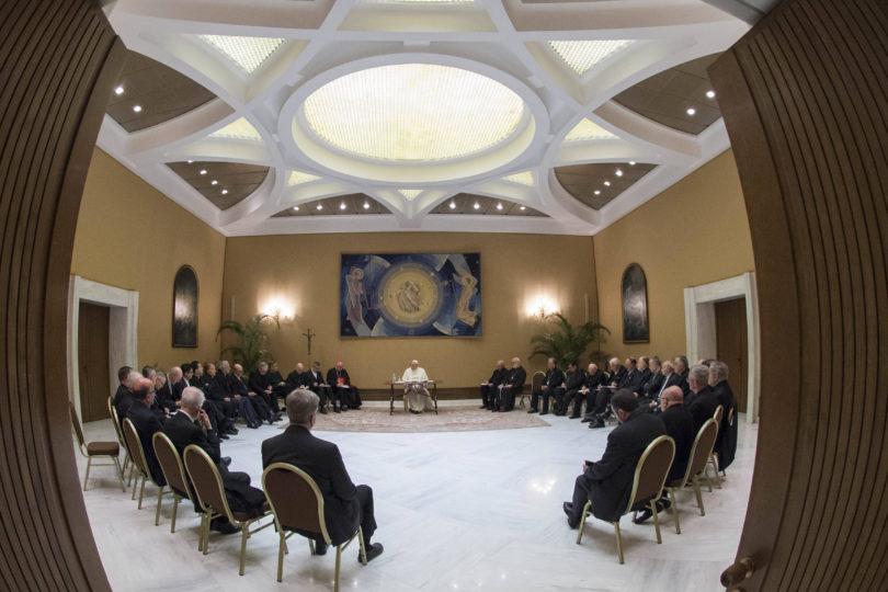 Obispos chilenos pusieron su cargo a disposición del Papa Francisco