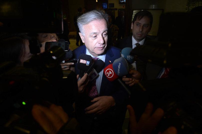 Arremetida del FA contra ministro Santelices hace agua: informes PS desestiman acusación constitucional