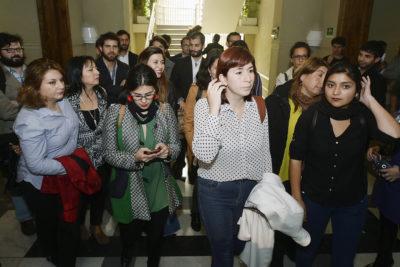 Diputadas del FA, PC, PS y PPD formalizan acusación constitucional contra Santelices por aborto