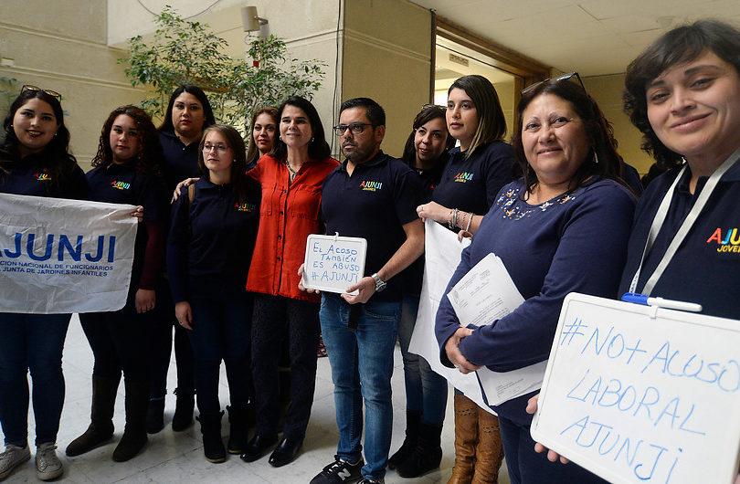 Funcionarios de Junji llegan al Congreso para denunciar acoso laboral de madre de Giorgio Jackson