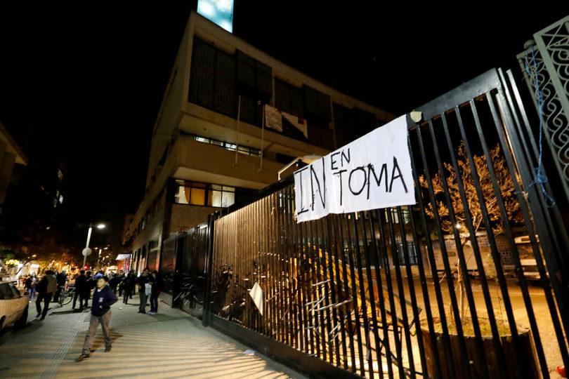 Instituto Nacional enfrenta toma de 24 horas en apoyo al movimiento feminista